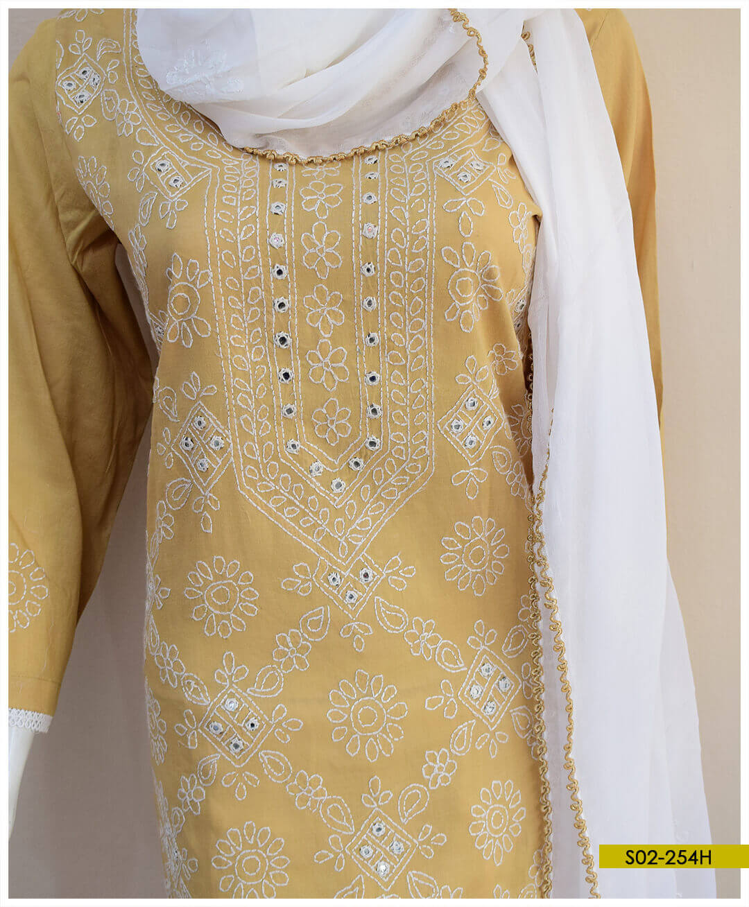 Hand Embroidered Lawn 3 PCs Shadow Sheesha Work Suits With Chiffon Dupatta - S02-254H