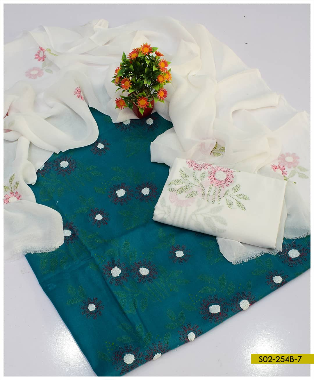 3 PCs Lawn Hand Embroidered Kachaboor Work Suits With Chiffon Dupatta - S02-254B7
